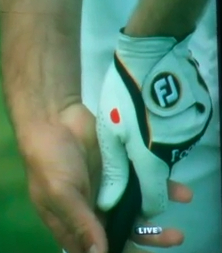 Red Dot on Glove Louis Oosthuizen